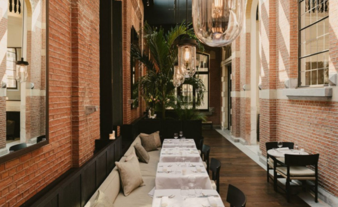 Il Cloister Hotel ad Anversa  accende lo stile fiammingo